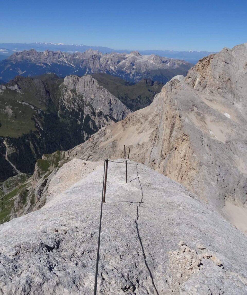 Ferrata-Punta-Penia-Marmolada-Cresta-wild-in-the-dolomiti